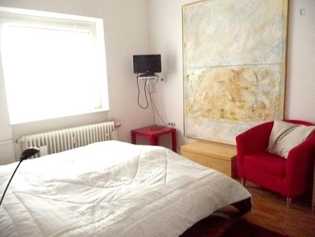 Colourful 2-bedroom apartment in Halensee