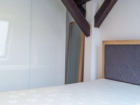 Lovely single bedroom in 6-bedroom apartment