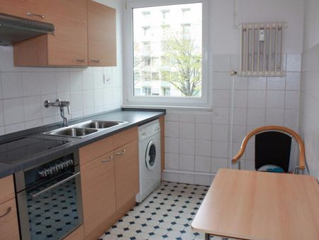 Bright 1-bedroom apartment close to the Richard-Wagner-Platz metro station