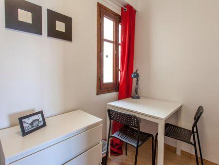 Sublime single bedroom in a student flat, in Mont-Olivet