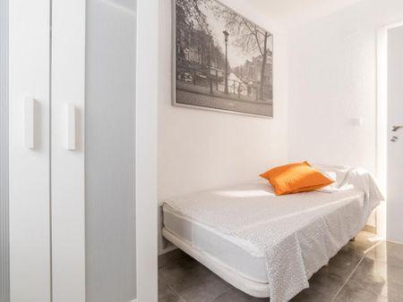 Lovely single bedroom in Els Orriols