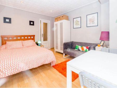 Comfy single bedroom in a 4-bedroom apartment, in Cuatre Carreres