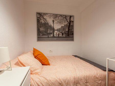 Lovely single bedroom next to the Facultat De Magisteri