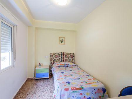 VALENCIA homely 4-bedroom house near Universidad Cardenal Herrera de moncada.