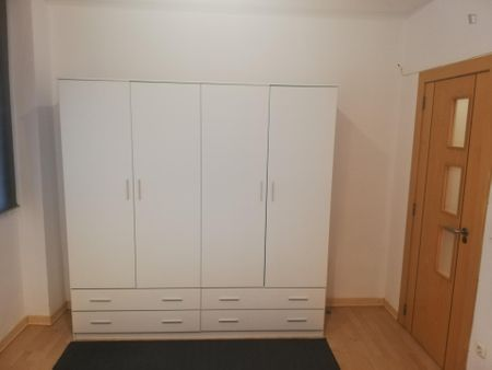 Lovely double bedroom in a 3-bedroom apartment near Xàtiva metro station