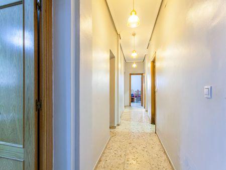 Comfy double bedroom in Camins al Grau