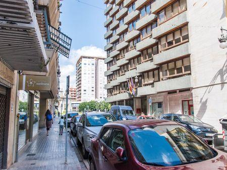 Single ensuite bedroom in a 4-bedroom apartment near Puerta de la Mar