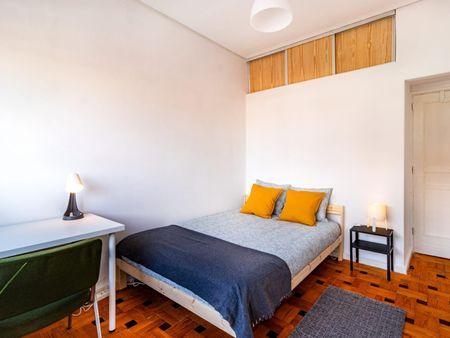 Double bedroom, with balcony, in 6-bedroom apartment
