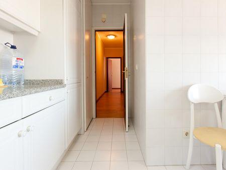 High-quality single ensuite bedroom close to Marquês metro station