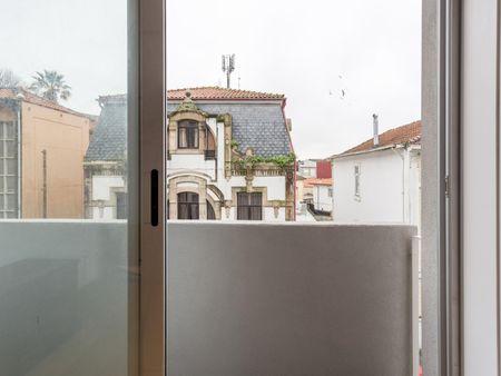 Friendly single bedroom close to Bolhão metro station