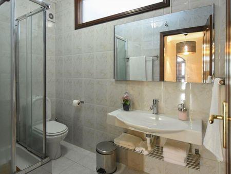 Appealing twin bedroom near the ISMAI metro