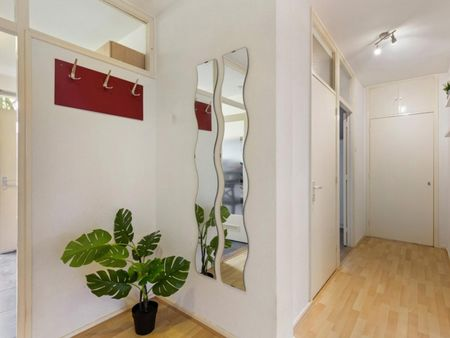 Cozy bedroom in a modern apartment near Erasmus University