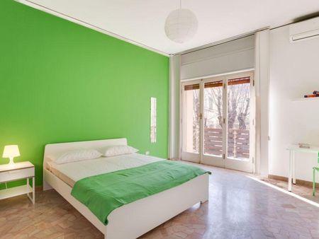 Colourful double bedroom close to Università degli Studi di Firenze
