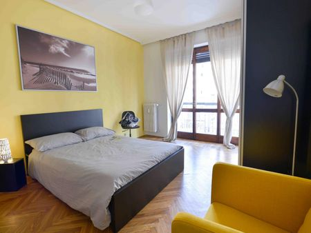 Large double bedroom in Turin