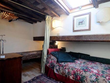 Multiple beds bedroom in 5-bedroom apartment