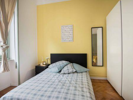Luminous double bedroom in Turin