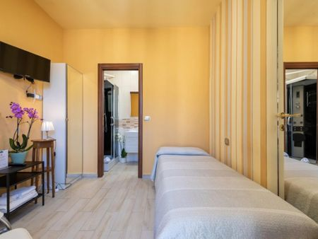 Cosy single ensuite bedroom close to Porta Nuova metro station