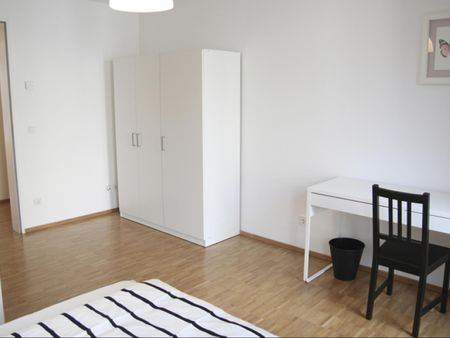 Bright double bedroom in a 4-bedroom apartment near Technische Universität Hamburg