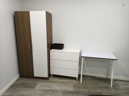 Twin bedroom in a 2-bedroom apartment in São João da Talha