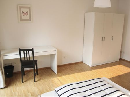 Comfy double bedroom in a 4-bedroom apartment near Harburg Rathaus train station