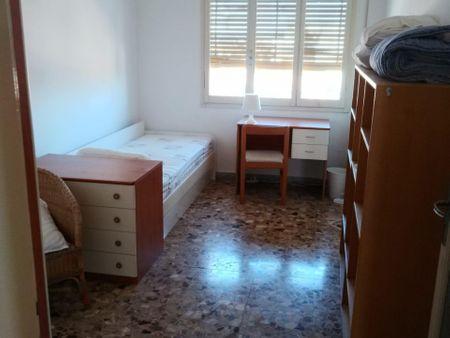 Spacious 6-bedroom apartment near Giardini Margherita