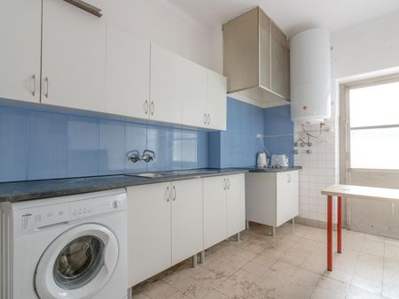 Single bedroom in a 7-bedroom flat near Instituto Superior Técnico