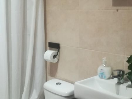 Neat single bedroom in apartment with balcony near metro in Benfica