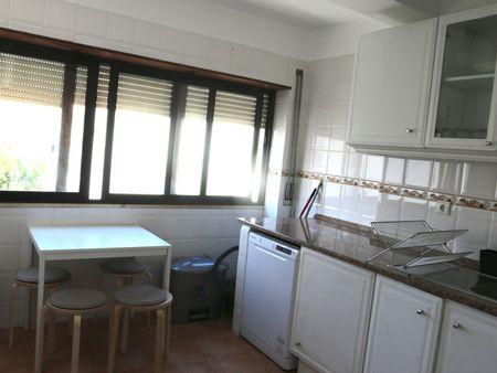 Homely single bedroom in Carcavelos