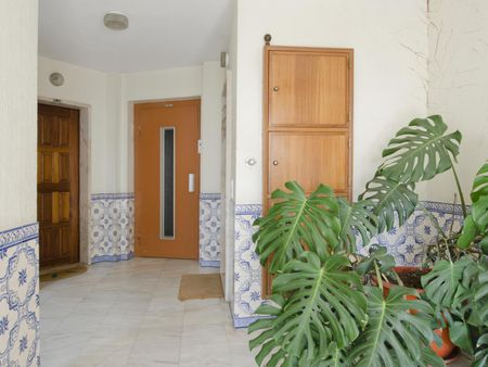 Double bedroom with swimming pool, in seaside Parede