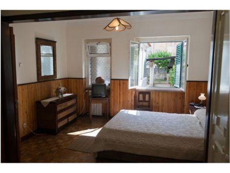 Apartamento espaçoso totalmente mobilado e equipado, com 2 quartos e com área exterior