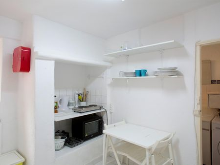 Cosy single bedroom near Miradouro de Santa Catarina
