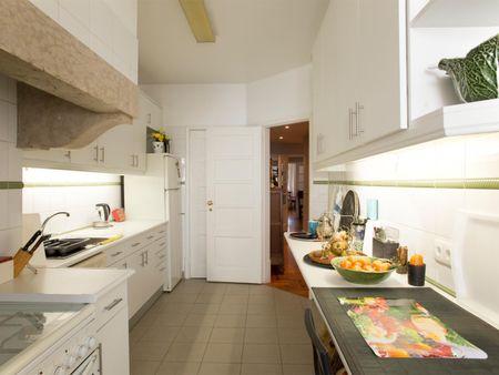 Habitación individual en un piso de 3 habitaciones