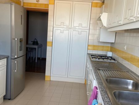 Room in amusing apartment close to Olivais subway station