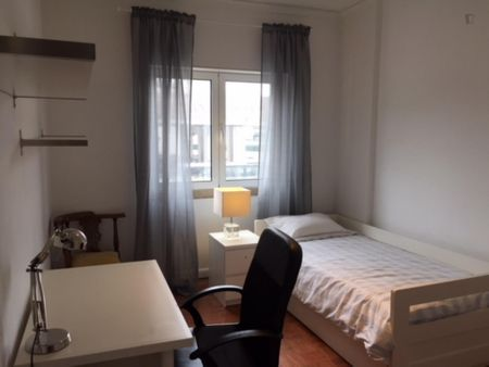Single bedroom near Campo Grande metro station and Universities