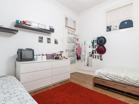 Twin bedroom with no window in 6-bedroom apartment near IST