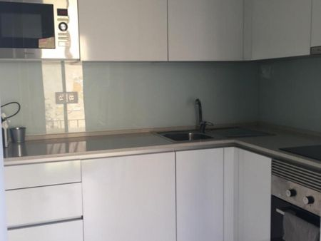 Beautiful furnished 2 bedroom apartment in Lisbon