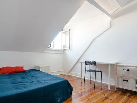 Sunny double bedroom with a balcony, near Instituto Superior de Economia e Gestão