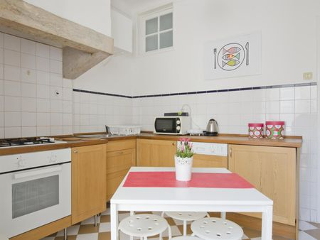 Twin bedroom with balcony in student apartment near Areeiro metro station