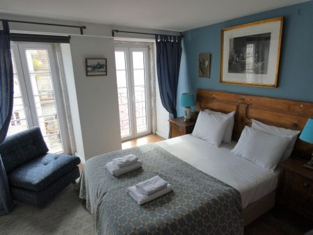 Double ensuite bedroom in a 2-bedroom apartment near Santos train station
