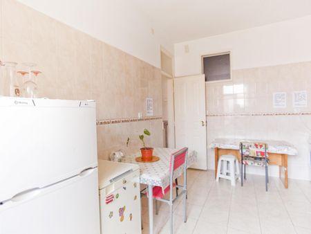Sunny single bedroom close to IST