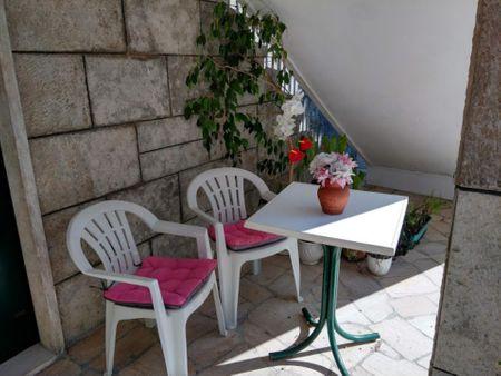 Studio, with outdoor area