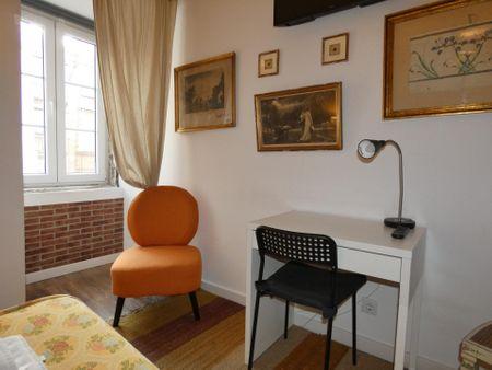 Habitación doble, con baño privado, en una residencia