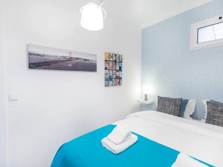 Colourful 1 bedroom apartment close to Universidade Autónoma de Lisboa