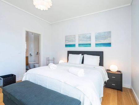 Vibrant 2 bedroom apartment close to Universidade Nova de Lisboa