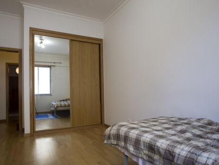 Bright single bedroom Campolide, near Nova School of Business and Economics