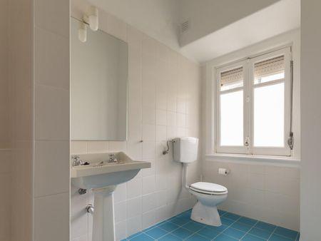 Double bedroom in 9-bedroom apartment