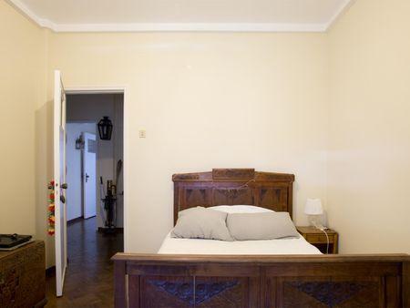 Snug double bedroom in Benfica