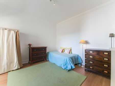 Comfy single bedroom in a 3-bedroom flat, near Universidade de Lisboa