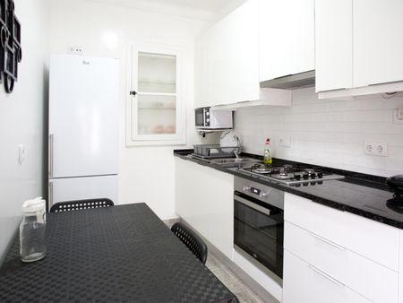 Cool single room in Entrecampos, next to Cidade Universitária
