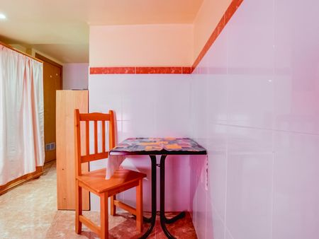 Simple studio flat in a residence in L'Hospitalet de Llobregat
